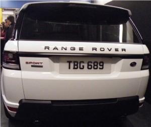 Black Pack зад Range Rover Sport